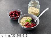 Купить «cereal breakfast with berries, banana and spoon», фото № 33308613, снято 1 ноября 2018 г. (c) Syda Productions / Фотобанк Лори