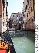 Купить «Detail of typical venitian gondola on water», фото № 33317233, снято 29 марта 2020 г. (c) PantherMedia / Фотобанк Лори