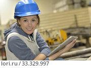 Купить «Wioman in manufacture using digital tablet», фото № 33329997, снято 1 апреля 2020 г. (c) PantherMedia / Фотобанк Лори
