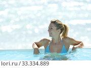 Купить «Blond woman enjoying infinity pool bath», фото № 33334889, снято 8 апреля 2020 г. (c) PantherMedia / Фотобанк Лори