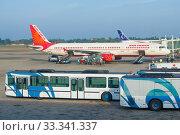 Подготовка к вылету самолета Airbus A321-211(VT - PPK) авиакомпании Air Индия в аэропорту  Бандаранаике. Коломбо, Шри-ланка (2020 год). Редакционное фото, фотограф Виктор Карасев / Фотобанк Лори