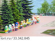 Купить «Russia Samara May 2019: large dolls of nesting dolls stand on the Volga River Embankment. Doll dedicated to the World Cup.», фото № 33342845, снято 24 мая 2019 г. (c) Акиньшин Владимир / Фотобанк Лори
