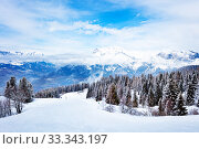 Купить «Alpine ski slope in Mont-Blanc Alps mountains view», фото № 33343197, снято 2 марта 2019 г. (c) Сергей Новиков / Фотобанк Лори