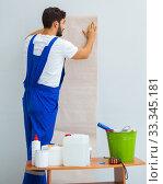 Worker working on wallpaper during refurbishment. Стоковое фото, фотограф Elnur / Фотобанк Лори