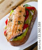 Купить «Delicious sandwich with trout, guacamole and fresh pepper at plate», фото № 33360589, снято 7 апреля 2020 г. (c) Яков Филимонов / Фотобанк Лори