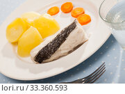 Купить «Codfish steamed and served with slices of potatoes and carrots», фото № 33360593, снято 8 июля 2020 г. (c) Яков Филимонов / Фотобанк Лори