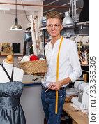 Tailor at his sewing atelier. Стоковое фото, фотограф Яков Филимонов / Фотобанк Лори