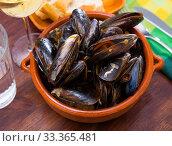 French dish - mussels with onion sauce. Стоковое фото, фотограф Яков Филимонов / Фотобанк Лори