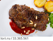 Well done roasted beef steak with ketchup and pine nuts. Стоковое фото, фотограф Яков Филимонов / Фотобанк Лори