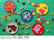 Купить «Разноцветный мармелад. Много цветного мармелада рассыпано на зеленом столе», фото № 33365789, снято 11 марта 2020 г. (c) ирина реброва / Фотобанк Лори