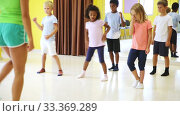 Купить «Children learn dance movements in dance class», видеоролик № 33369289, снято 28 мая 2020 г. (c) Яков Филимонов / Фотобанк Лори
