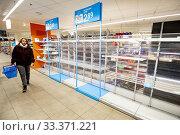 Купить «DORDRECHT, Centre, 13-03-2020, The Dutch have been hoarding en masse after the cabinet announced strict measures against the new corona virus», фото № 33371221, снято 13 марта 2020 г. (c) age Fotostock / Фотобанк Лори