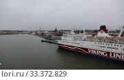 Купить «Прибытие пассажирского парома в порт Хельсинки. Вид с борта парома.», видеоролик № 33372829, снято 17 января 2020 г. (c) V.Ivantsov / Фотобанк Лори