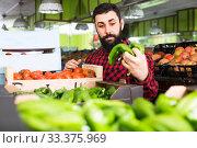 Купить «assistant demonstrating peppers», фото № 33375969, снято 15 ноября 2016 г. (c) Яков Филимонов / Фотобанк Лори