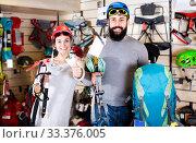 Купить «Couple deciding on climbing equipment», фото № 33376005, снято 24 февраля 2017 г. (c) Яков Филимонов / Фотобанк Лори