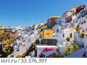 View of the town Fira on the island of Santorini on a Sunny summer day. Greece (2017 год). Редакционное фото, фотограф Наталья Волкова / Фотобанк Лори