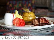Купить «Peking duck on a white plate with mashed potatoes and pomegranate sauce», фото № 33387205, снято 11 февраля 2019 г. (c) Марина Володько / Фотобанк Лори