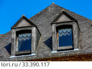 Купить «Closeup on exterior facade and slate roof of a typical brittany house», фото № 33390117, снято 8 апреля 2020 г. (c) easy Fotostock / Фотобанк Лори