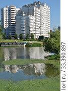 Купить «Многосекционный панельный жилой дом разной этажности серии И-155-С, построен в 2006 году. Курганская улица, 3. Район Гольяново. Город Москва», эксклюзивное фото № 33390897, снято 17 июня 2012 г. (c) lana1501 / Фотобанк Лори