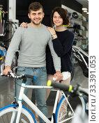 Adult couple standing with sport bicycle. Стоковое фото, фотограф Яков Филимонов / Фотобанк Лори