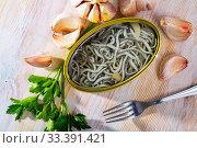 Eel fry with garlic in open tin. Стоковое фото, фотограф Яков Филимонов / Фотобанк Лори