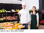 Купить «Male cook in grocery shop», фото № 33397009, снято 23 ноября 2016 г. (c) Яков Филимонов / Фотобанк Лори