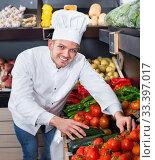 Купить «Male cook choosing vegetables in grocery shop», фото № 33397017, снято 23 ноября 2016 г. (c) Яков Филимонов / Фотобанк Лори