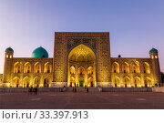 View of Registan square in Samarkand - the main square with Tillya-Kari madrasah at sunset. Uzbekistan (2019 год). Стоковое фото, фотограф Наталья Волкова / Фотобанк Лори
