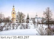 Купить «Спасский собор и колокольня View of the Spassky Cathedral and the bell tower», фото № 33403297, снято 5 января 2020 г. (c) Baturina Yuliya / Фотобанк Лори