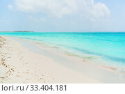 Купить «Idyllic tropical beach in Caribbean with white sand, turquoise ocean water and blue sky», фото № 33404181, снято 5 апреля 2017 г. (c) Дмитрий Травников / Фотобанк Лори