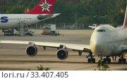 Купить «Airplane taxiing before departure», видеоролик № 33407405, снято 28 ноября 2016 г. (c) Игорь Жоров / Фотобанк Лори