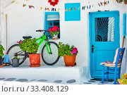 Street with whitewashed house and bicycle in Mykonos (2018 год). Стоковое фото, фотограф Роман Сигаев / Фотобанк Лори