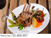 Купить «Roasted rack of mutton with vegetables and red wine», фото № 33408957, снято 5 июля 2020 г. (c) Яков Филимонов / Фотобанк Лори