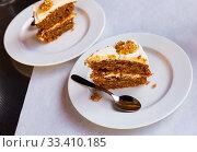 Купить «Slice of delicious carrot cake closeup», фото № 33410185, снято 7 апреля 2020 г. (c) Яков Филимонов / Фотобанк Лори