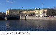 Купить «Вид на здание Университета путей сообщения солнечным мартовским днем. Санкт-Петербург», видеоролик № 33410545, снято 22 марта 2020 г. (c) Виктор Карасев / Фотобанк Лори