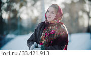 Russian folklore - beautiful russian woman in a scarf is clapping her hands and smiling. Стоковое фото, фотограф Константин Шишкин / Фотобанк Лори