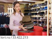 Купить «Saleswoman preparing hats in boxes for sale», фото № 33422213, снято 17 декабря 2019 г. (c) Яков Филимонов / Фотобанк Лори