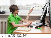 Купить «A child in remote training at home», фото № 33422561, снято 17 марта 2020 г. (c) Юлия Кузнецова / Фотобанк Лори