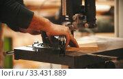 Купить «Carpentry working - cutting the plywood in pieces», видеоролик № 33431889, снято 2 июня 2020 г. (c) Константин Шишкин / Фотобанк Лори