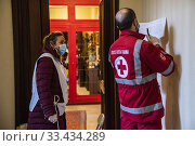 Купить «Volunteers of Italian Red Cross during the home delivery service of groceries and medicines to persons alone and unable to move ,Rome, ITALY-24-03-2020.», фото № 33434289, снято 24 марта 2020 г. (c) age Fotostock / Фотобанк Лори
