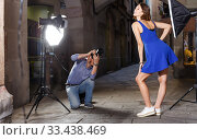 Photographer taking pictures of adult woman. Стоковое фото, фотограф Яков Филимонов / Фотобанк Лори