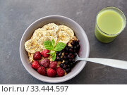 Купить «cereal breakfast with berries, banana and spoon», фото № 33444597, снято 1 ноября 2018 г. (c) Syda Productions / Фотобанк Лори