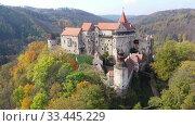 Scenic aerial view of historical medieval Pernstejn castle, Czech Republic. Стоковое видео, видеограф Яков Филимонов / Фотобанк Лори