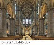 Купить «Интерьер Нового собора в Линце, Австрия», фото № 33445337, снято 11 декабря 2017 г. (c) Михаил Марковский / Фотобанк Лори