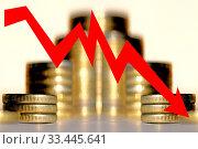 Купить «Красная стрелка на фоне денег . Концепция изменения финансовой стабильности .», фото № 33445641, снято 28 марта 2020 г. (c) Сергеев Валерий / Фотобанк Лори