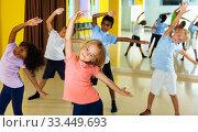 Tweens exercising in choreography class. Стоковое фото, фотограф Яков Филимонов / Фотобанк Лори