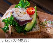 Купить «Sandwich with roasted tuna», фото № 33449885, снято 7 апреля 2020 г. (c) Яков Филимонов / Фотобанк Лори
