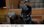 Купить «Horse riding - horsewoman riding a horse on a racetrack», видеоролик № 33451105, снято 4 июня 2020 г. (c) Константин Шишкин / Фотобанк Лори