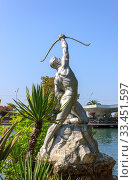 Купить «Скульптура лучника стреляющего из лука», фото № 33451597, снято 28 июля 2019 г. (c) Евгений Ткачёв / Фотобанк Лори