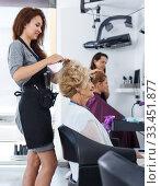 Купить «Stylist doing hairdress for senior lady», фото № 33451877, снято 26 июня 2018 г. (c) Яков Филимонов / Фотобанк Лори